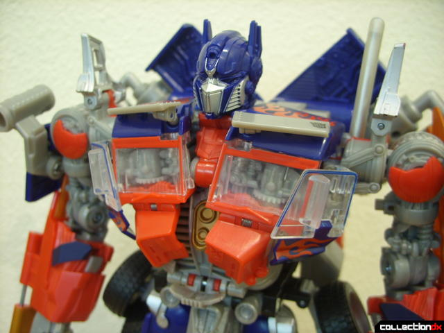 Leader-class Autobot Optimus Prime- robot mode (Mech Alive in torso, normal)