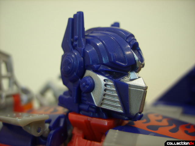 Leader-class Autobot Optimus Prime- robot mode (neck raised optionally so head can turn more)