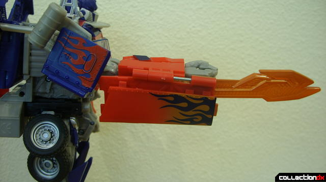 Leader-class Autobot Optimus Prime- robot mode (right sword, extended)
