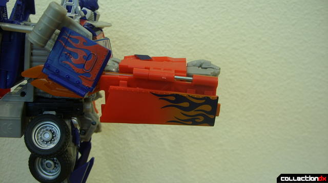 Leader-class Autobot Optimus Prime- robot mode (right sword, retracted)