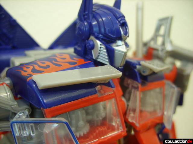 Leader-class Autobot Optimus Prime- robot mode (sunvisors, positioned correctly)