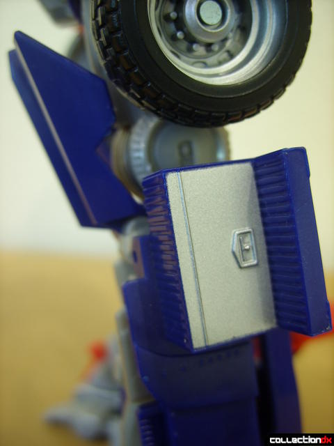 Leader-class Autobot Optimus Prime- robot mode (toolbox outside of left knee)