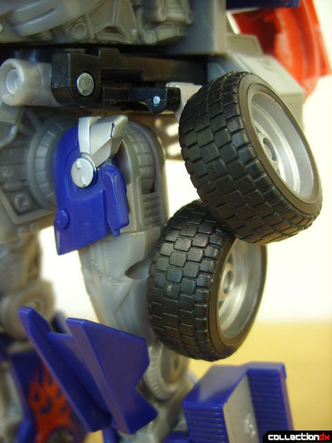 Leader-class Autobot Optimus Prime- robot mode (wheels along left thigh detail)