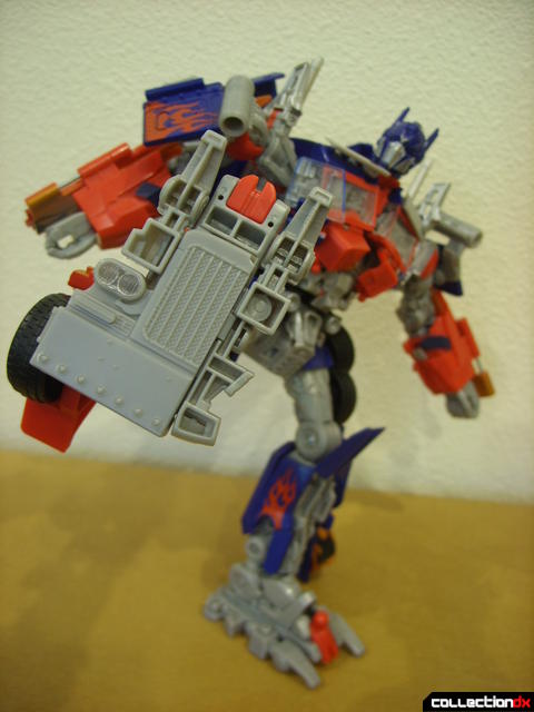 Leader-class Autobot Optimus Prime- robot mode posed (1)