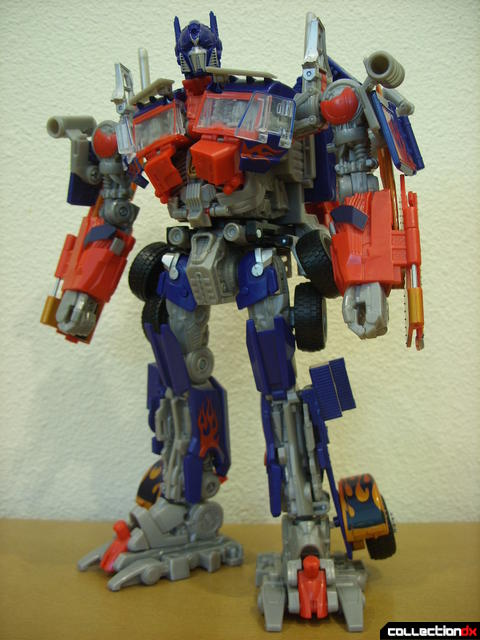 Leader-class Autobot Optimus Prime- robot mode posed (2)