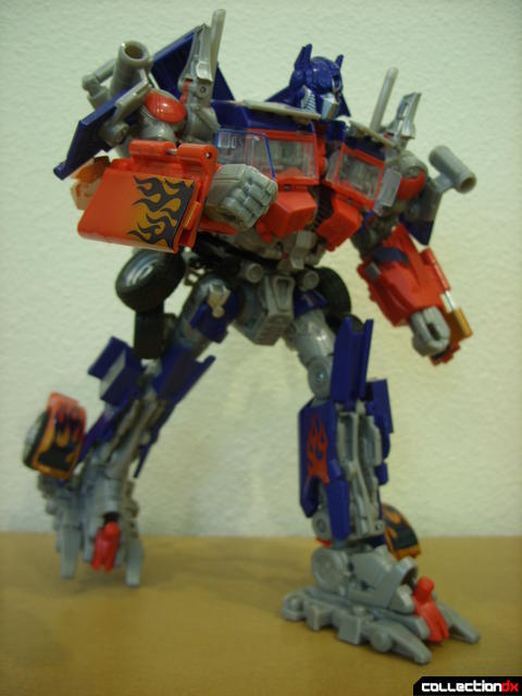 Leader-class Autobot Optimus Prime- robot mode posed (3)