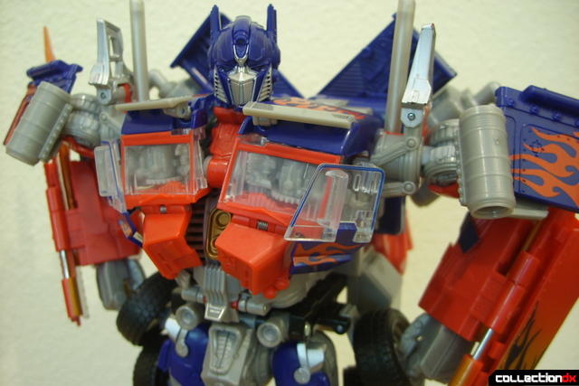 Leader-class Autobot Optimus Prime- robot mode posed (4)