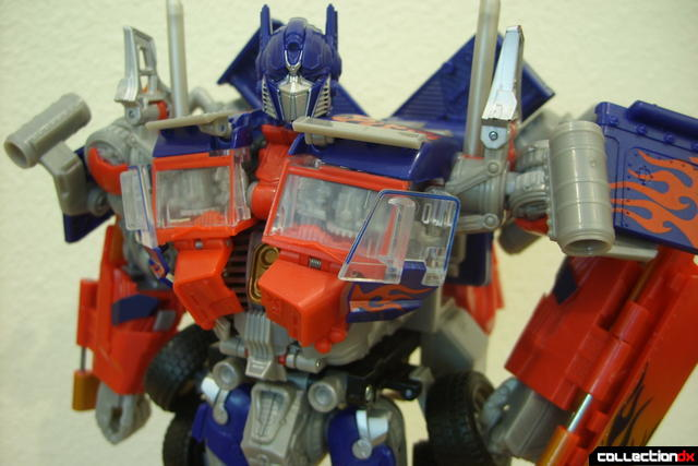 Leader-class Autobot Optimus Prime- robot mode posed (5)
