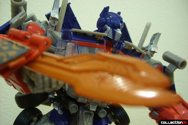 Leader-class Autobot Optimus Prime- robot mode posed (6)