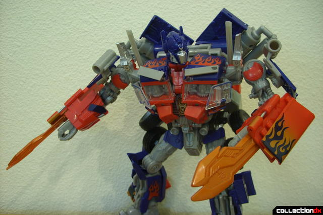 Leader-class Autobot Optimus Prime- robot mode posed (7)