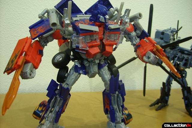 Leader-class Autobot Optimus Prime- robot mode posed (8)