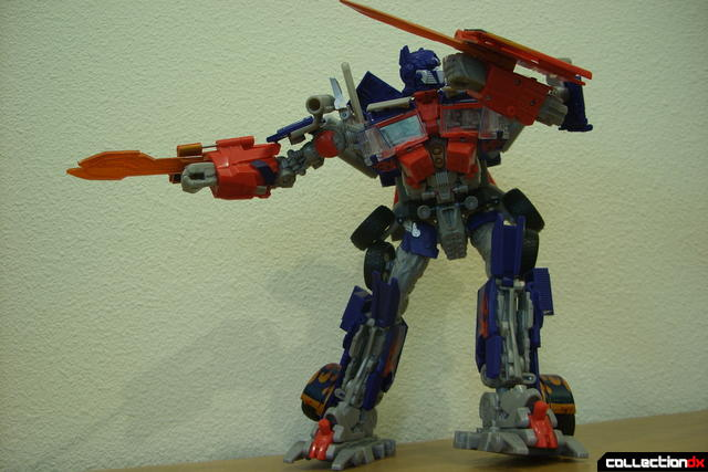 Leader-class Autobot Optimus Prime- robot mode posed (9)