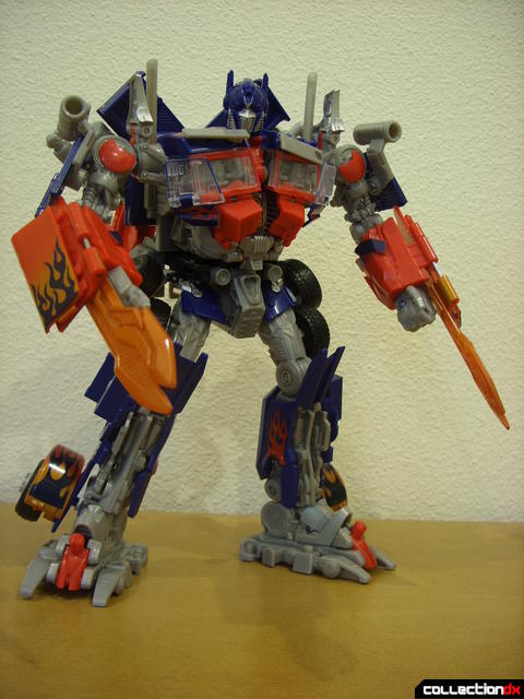 Leader-class Autobot Optimus Prime- robot mode posed (10)