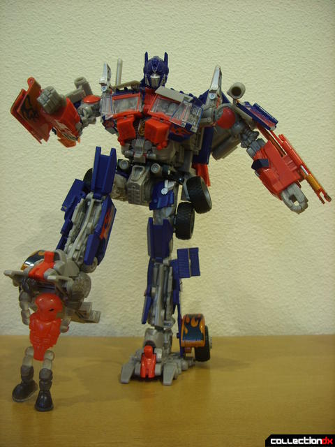 Leader-class Autobot Optimus Prime- robot mode posed (12)