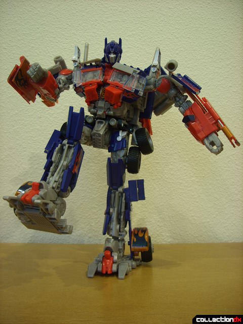 Leader-class Autobot Optimus Prime- robot mode posed (13)