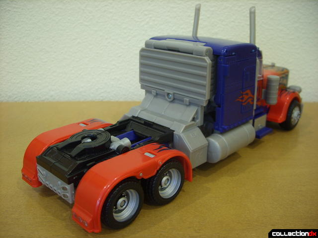 Leader-class Autobot Optimus Prime- vehicle mode (back)