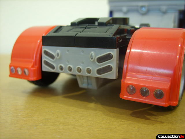 Leader-class Autobot Optimus Prime- vehicle mode (brakelights detail)