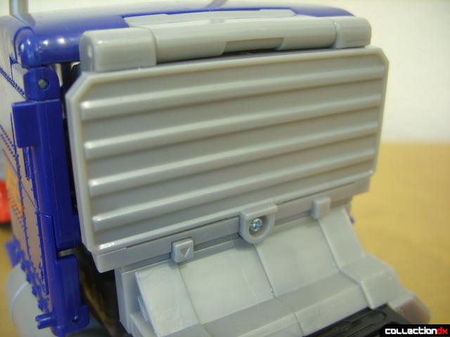 Leader-class Autobot Optimus Prime- vehicle mode (bulkhead detail)