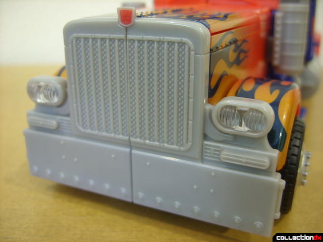 Leader-class Autobot Optimus Prime- vehicle mode (engine grille and front bumper detail)
