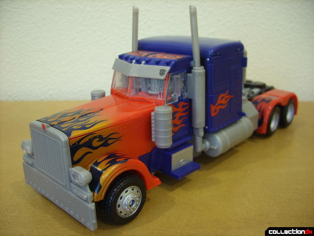 Leader-class Autobot Optimus Prime- vehicle mode (front)