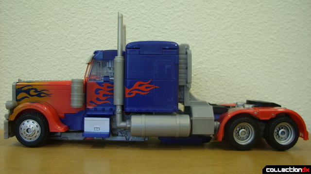 Leader-class Autobot Optimus Prime- vehicle mode (left profile)