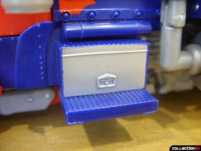 Leader-class Autobot Optimus Prime- vehicle mode (left toolbox and footstep detail)