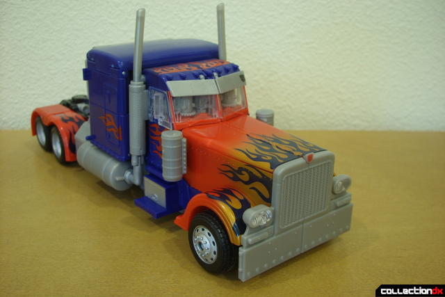 Leader-class Autobot Optimus Prime- vehicle mode dramatic angle (1)