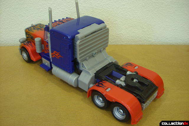 Leader-class Autobot Optimus Prime- vehicle mode dramatic angle (2)