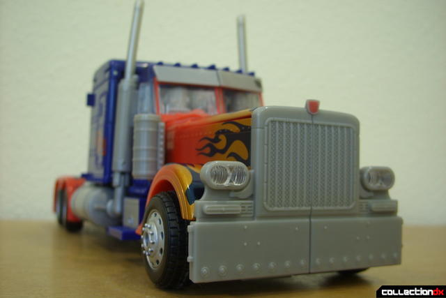Leader-class Autobot Optimus Prime- vehicle mode dramatic angle (3)