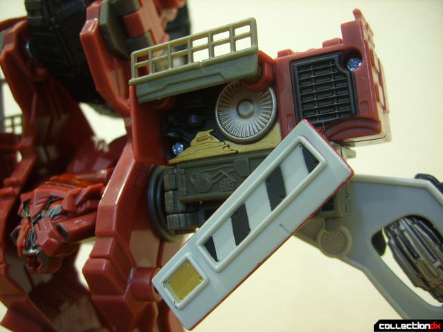 Voyager-class Decepticon Demolishor- robot mode (left shoulder detail)