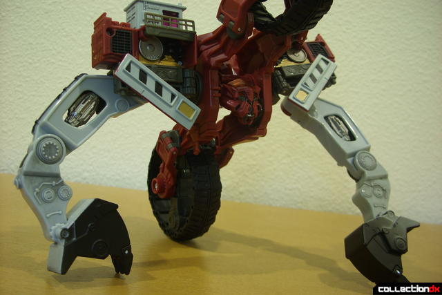 Voyager-class Decepticon Demolishor- robot mode posed (1)