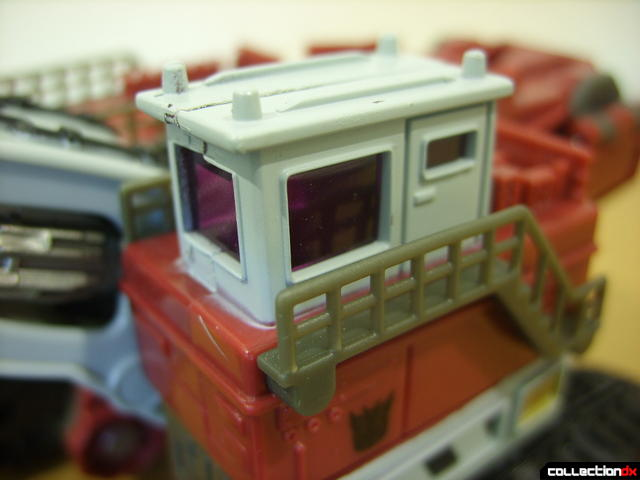 Voyager-class Decepticon Demolishor- vehicle mode (control cabin detail)