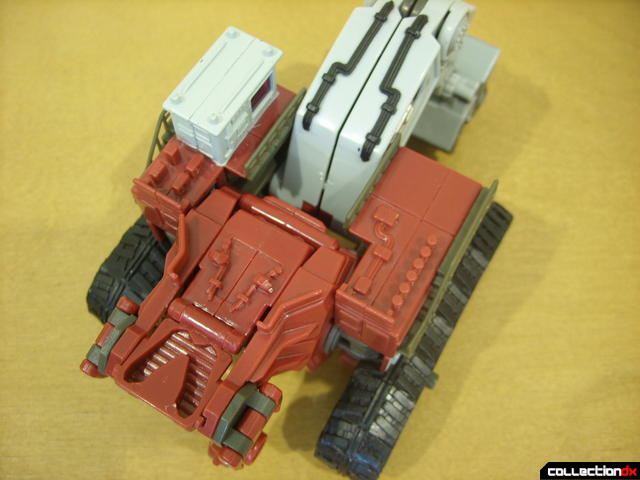 Voyager-class Decepticon Demolishor- vehicle mode (top detail of chassis)