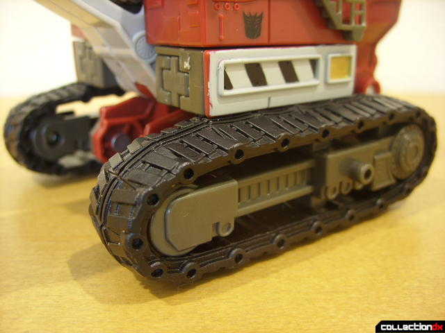 Voyager-class Decepticon Demolishor- vehicle mode (tractor tread assembly detail)