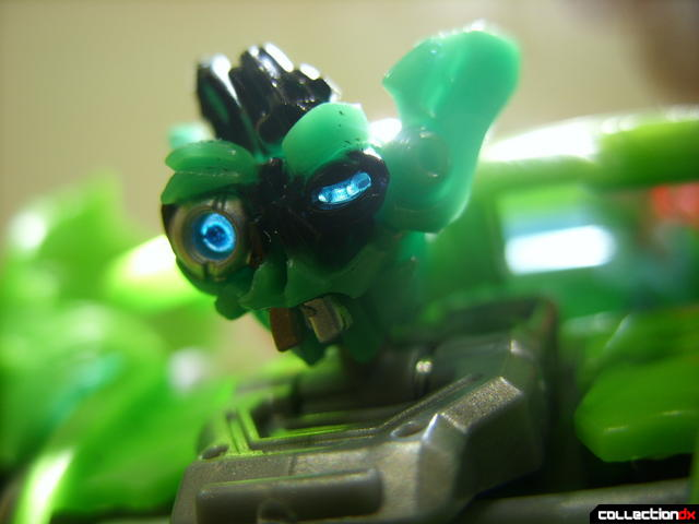 Deluxe-class Autobot Skids- robot mode (head detail, lit from behind)