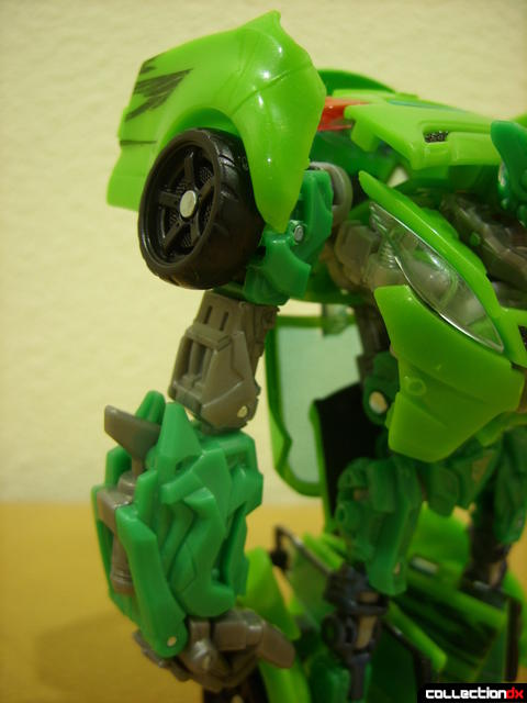Deluxe-class Autobot Skids- robot mode (right arm detail)