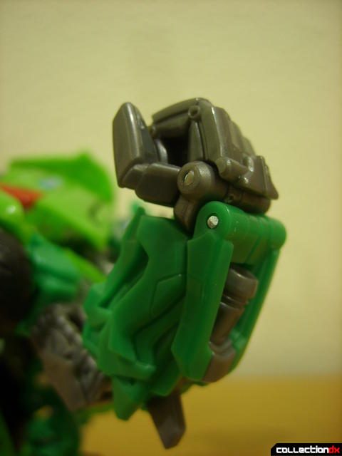 Deluxe-class Autobot Skids- robot mode (right fist, normal)