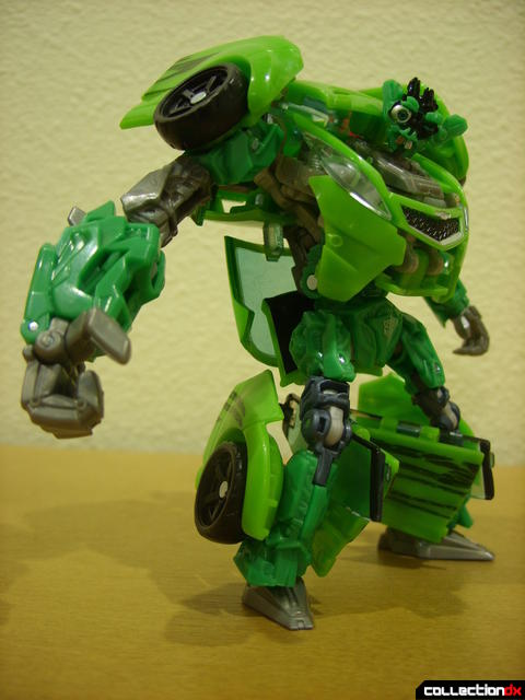 Deluxe-class Autobot Skids- robot mode posed (1)