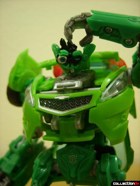 Deluxe-class Autobot Skids- robot mode posed (2)