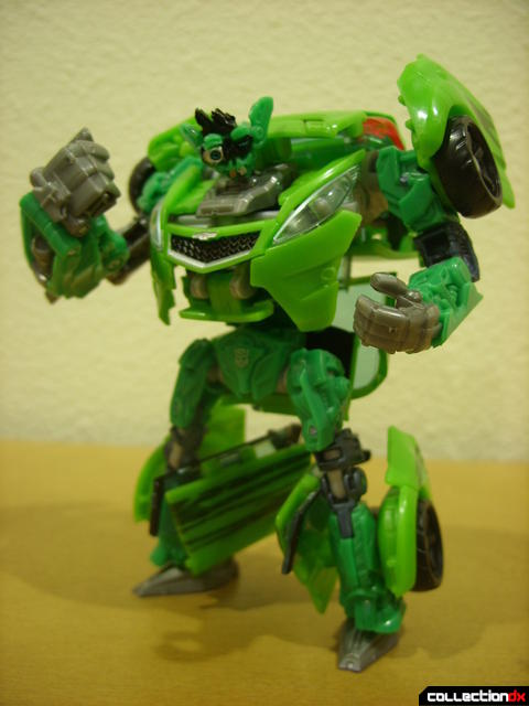 Deluxe-class Autobot Skids- robot mode posed (3)