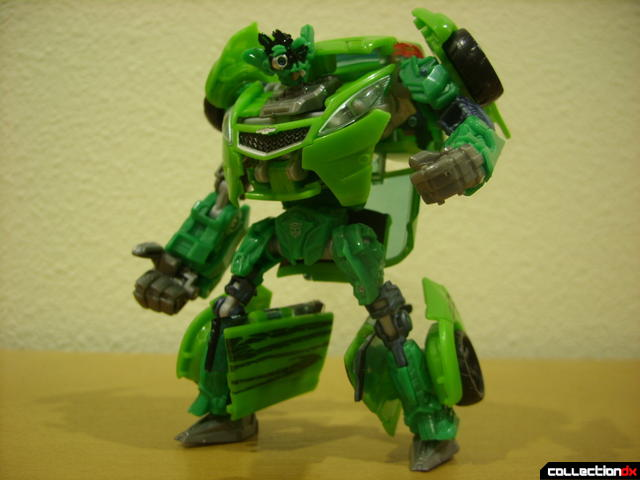 Deluxe-class Autobot Skids- robot mode posed (5)