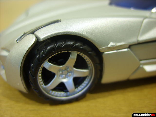 RotF Deluxe-class Sideswipe- vehicle mode (front-left wheel detail)