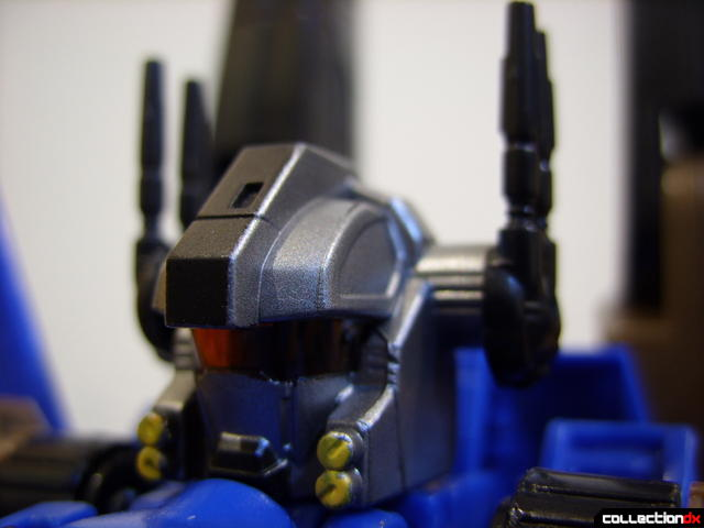 Autobot Tread Bolt with armor- robot mode (head detail)