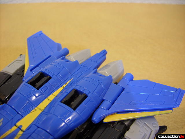 Autobot Tread Bolt with armor- vehicle mode (attaching booster 2-2)