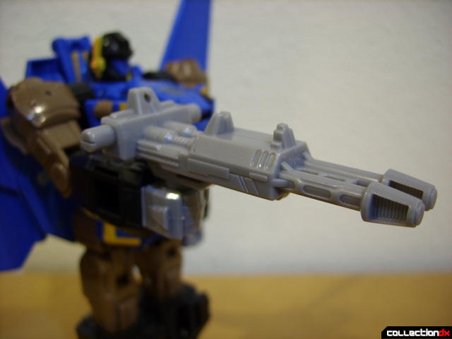 Autobot Tread Bolt without armor- robot mode (holding laser rifle)