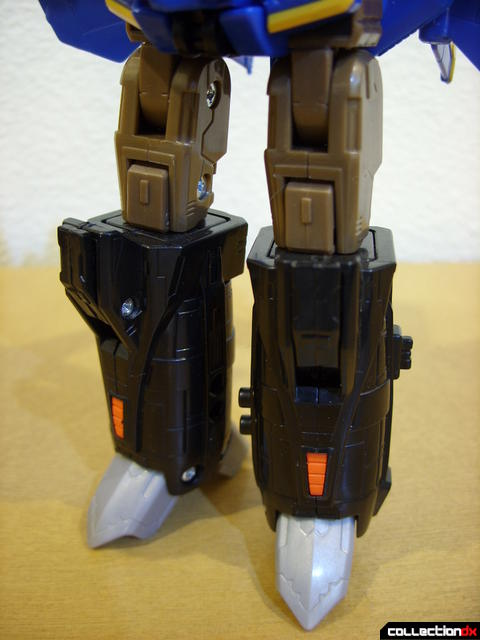 Autobot Tread Bolt without armor- robot mode (legs detail, front)