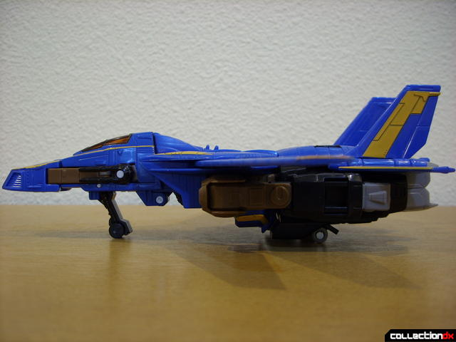 Autobot Tread Bolt without armor- vehicle mode (left profile)