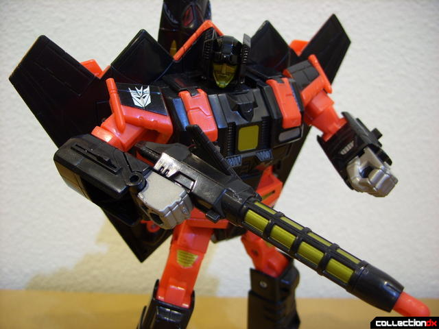 Decepticon Skyfall- robot mode posed (3)