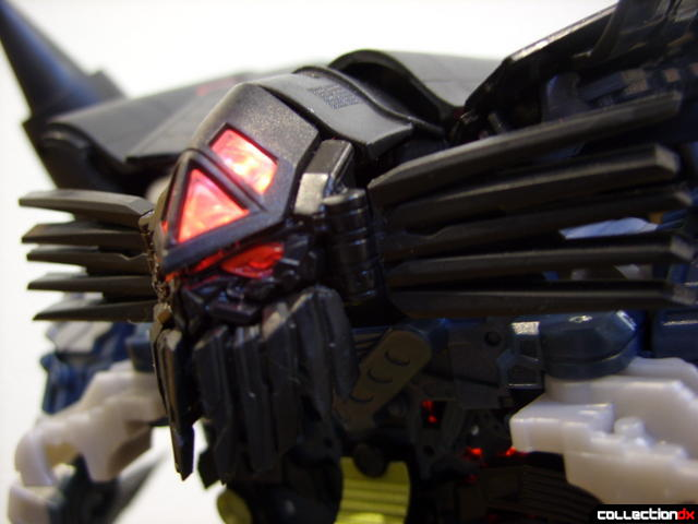 RotF Leader-class Autobot Jetfire- robot mode (head detail, LED on)
