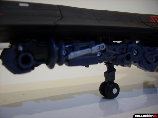 RotF Leader-class Autobot Jetfire- vehicle mode (forward landing gear detail)
